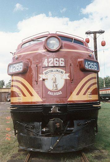 El juego de las imagenes-http://www.vistadome.com/trains/newengland/bm4266.jpg